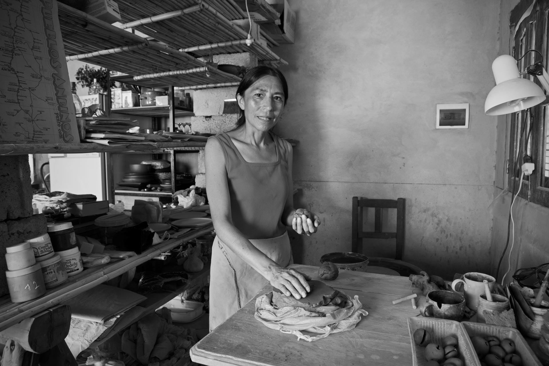 Milagro, artesana de barro, en Sumaj Pacha