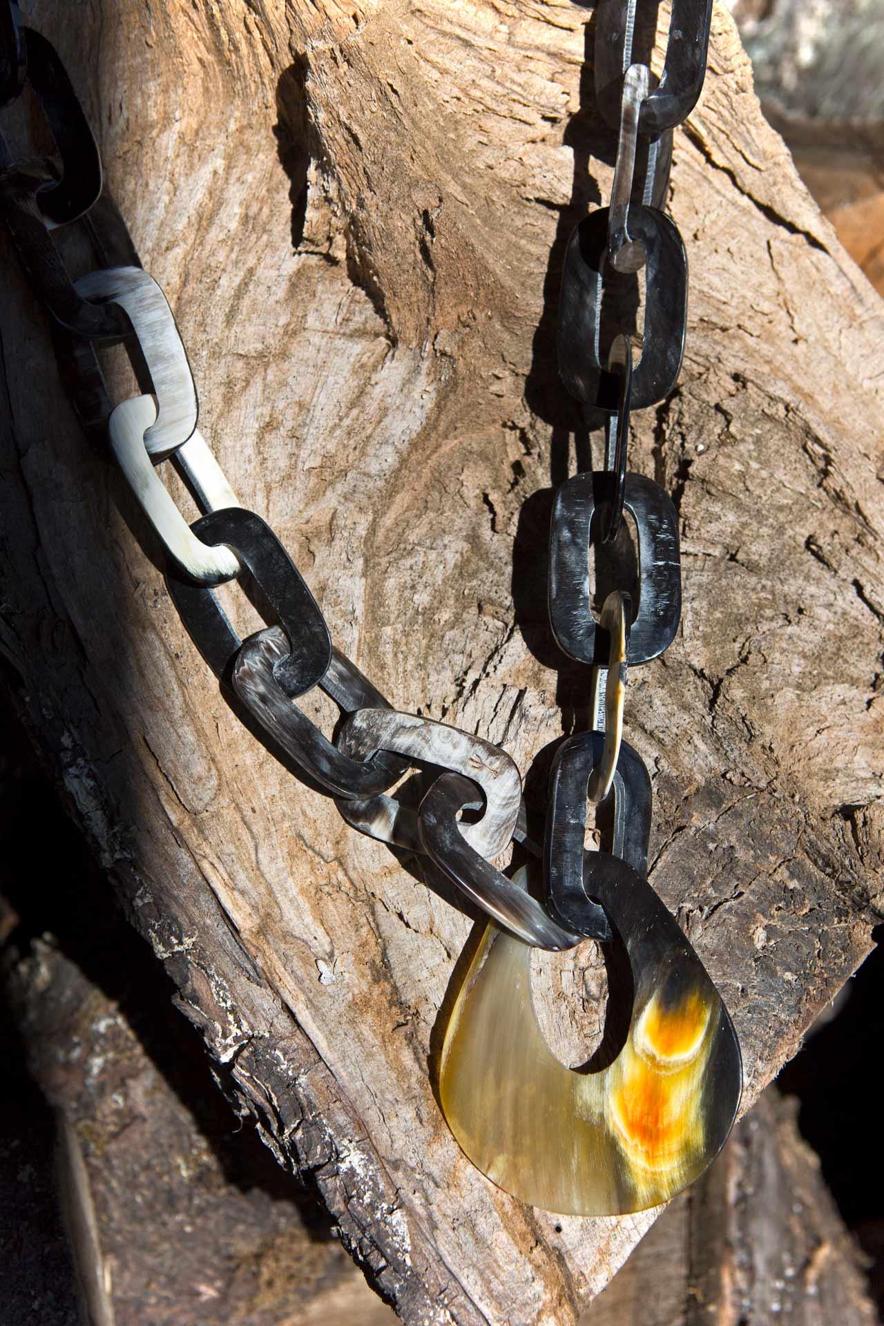 """Modell """"Tukumana"""" mit Hornanhänger, Länge: ca. 60 cm"""